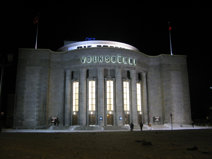 Volksbühne_Berlin_Winter.JPG